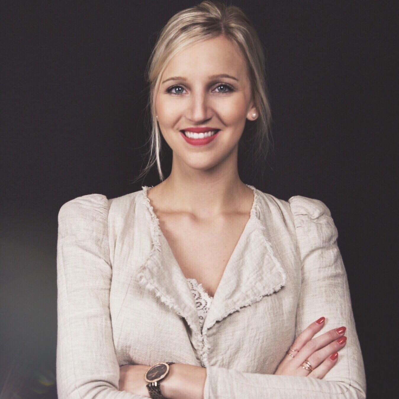 Lea-Ernst-Date-Yourself